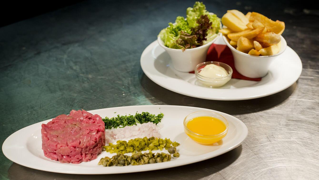 Met de dinerbon eten bij restaurant hampshire designhotel for Designhotel maastricht